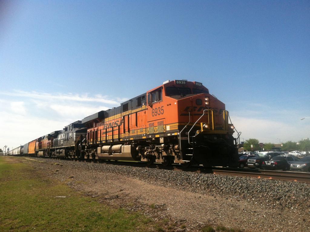 BNSF ES44C4 6935