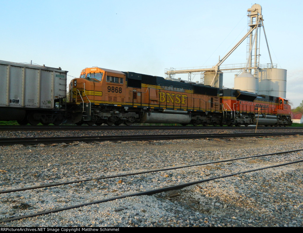BNSF 9868