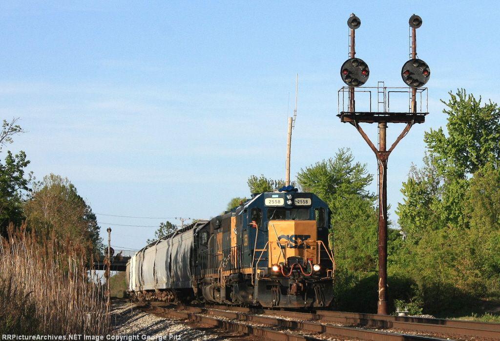 CSX 2558 and train D777