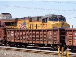 UP 8137 ES44AH & MP 642634 carrying scrap metal
