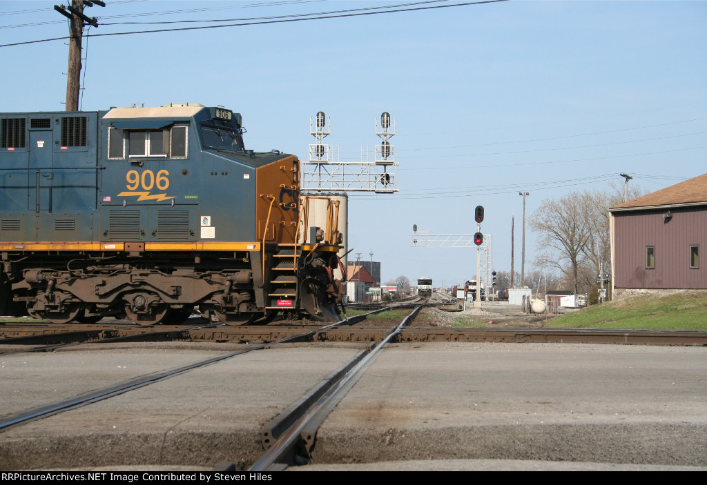 CSX pounding the NS C&O diamonds