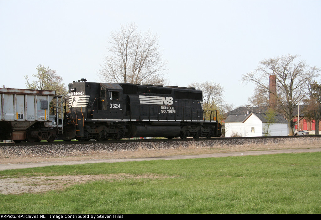 NS local with a vintage SD40-2