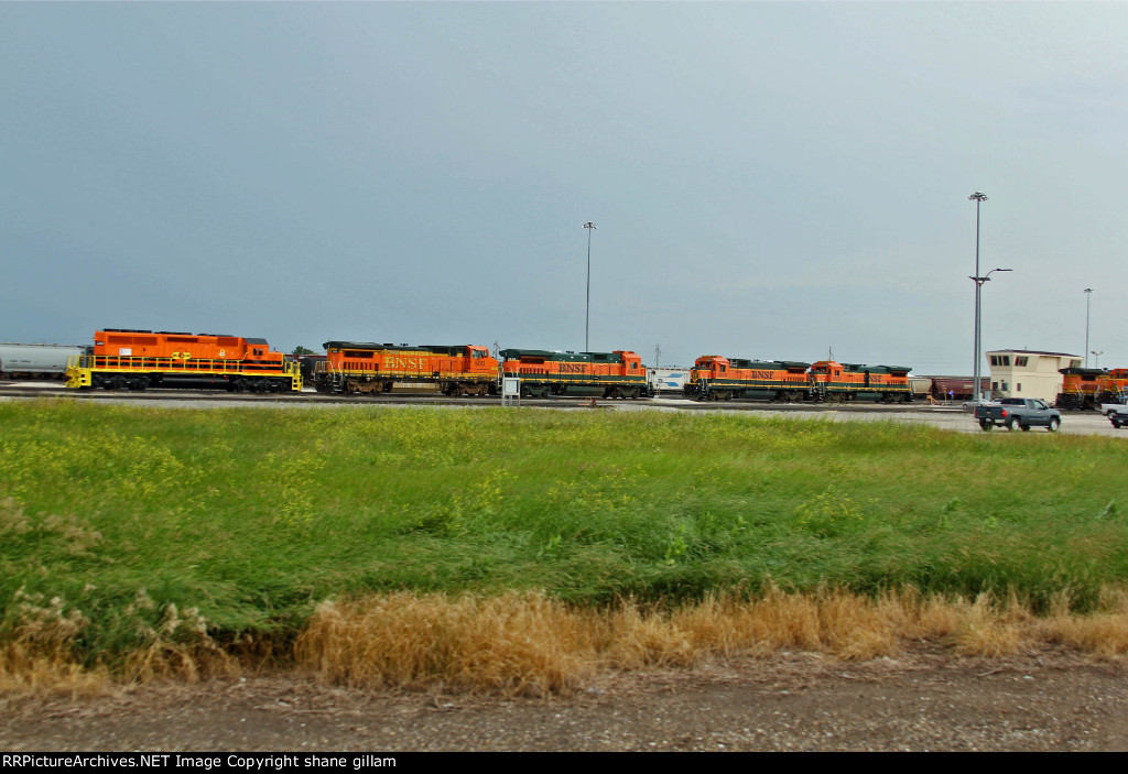 BNSF 8635 Anyone want a (B40-8)!!