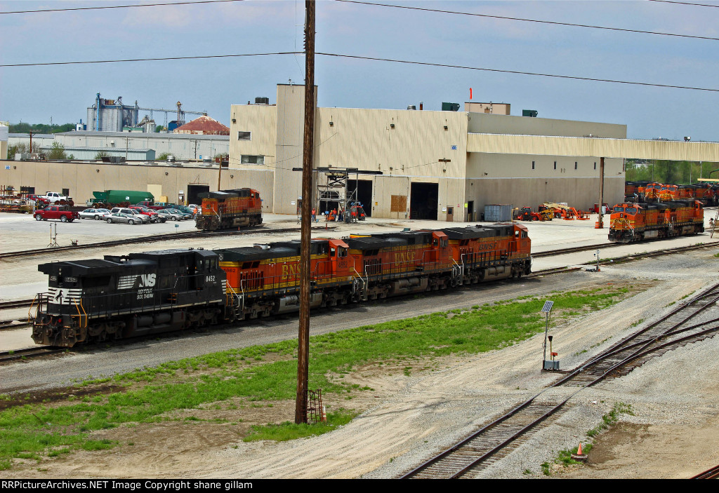 BNSF 6958 Sits with alot of power.