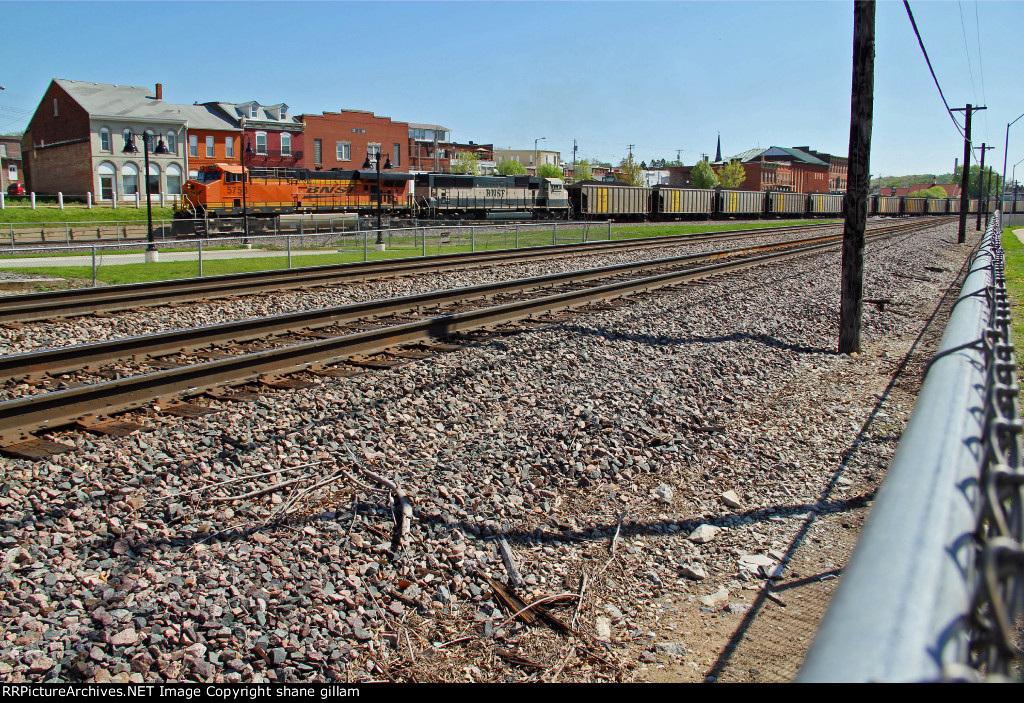 BNSF 5758 Heads off sb with a loaded coal train.