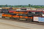 BNSF 7489 2 trains get ready to head out of the yard!!