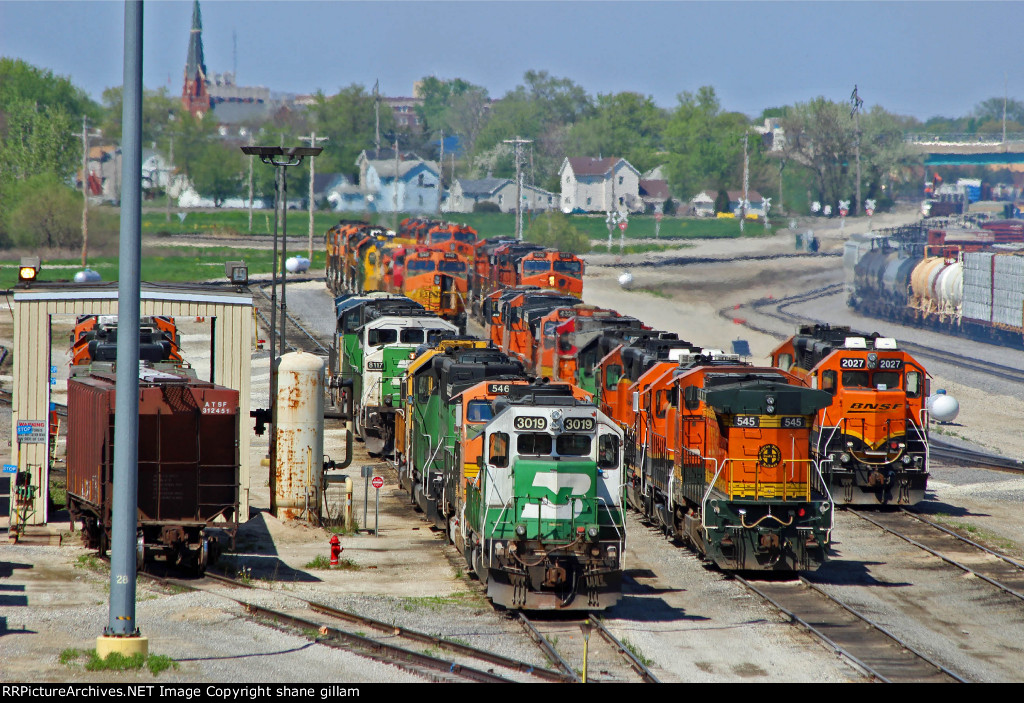 BNSF 3019 And alot of Mixed Power In Galesburg IL,