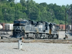 NS 7633(ES40DC) 8407(C40-8W) 3242(SD40-2)
