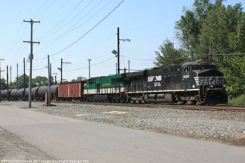 NS 8009 and train 65R