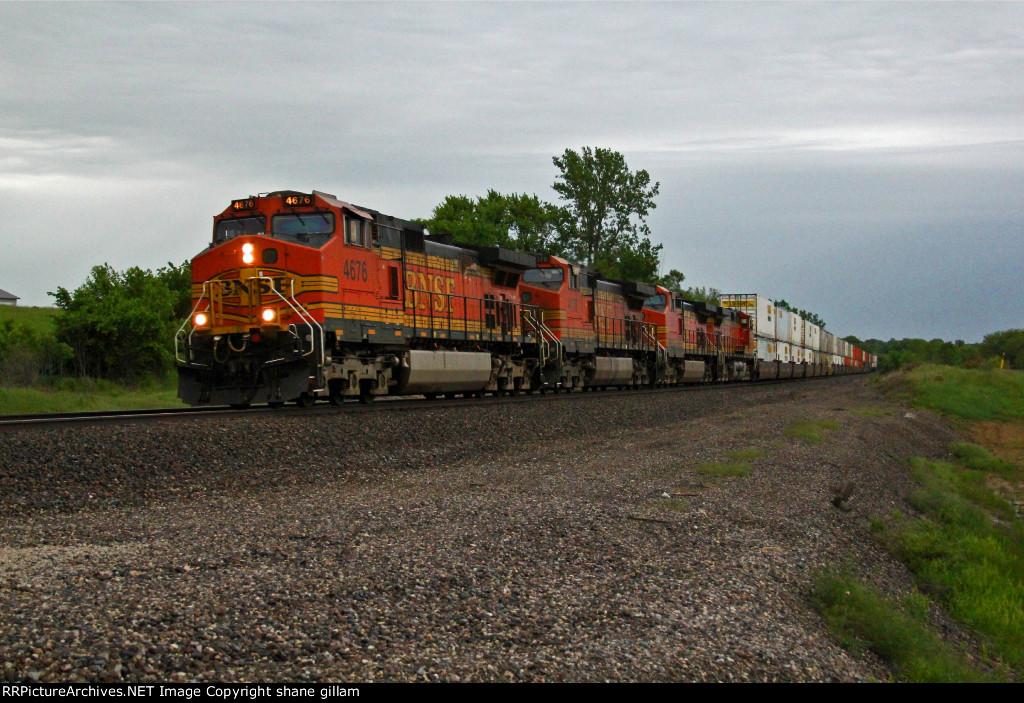 BNSF 4676