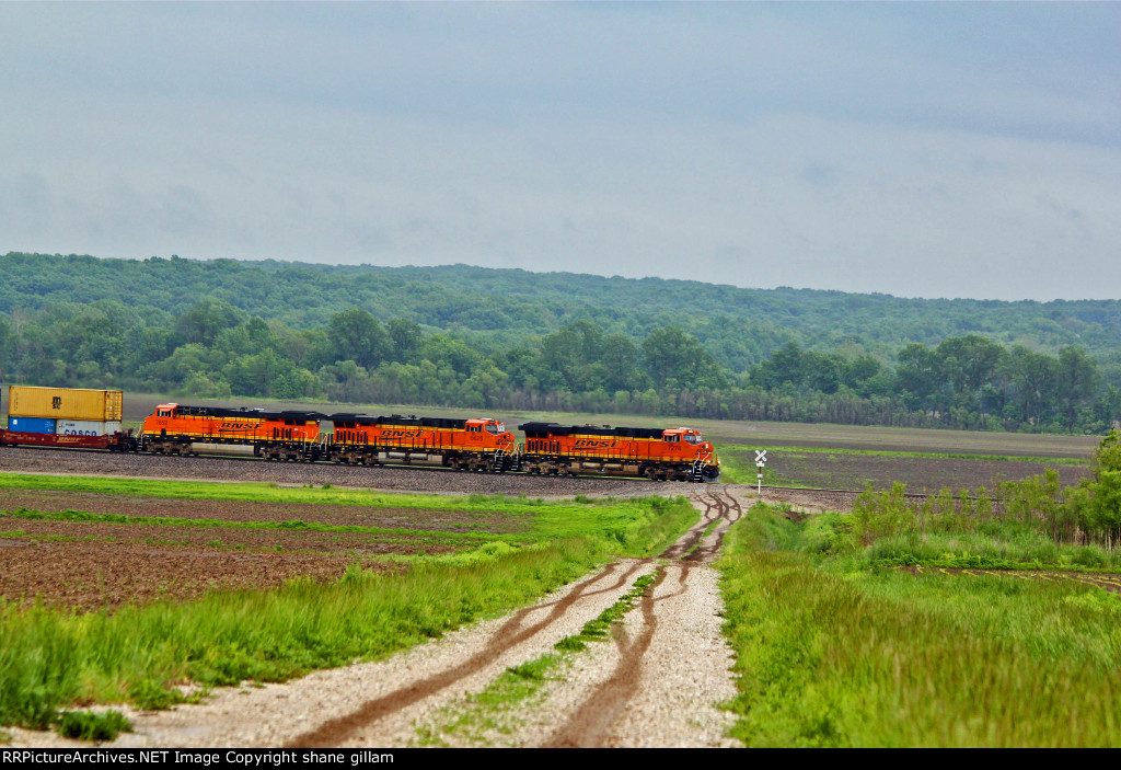 BNSF 7274 Slows for a Red Signal.