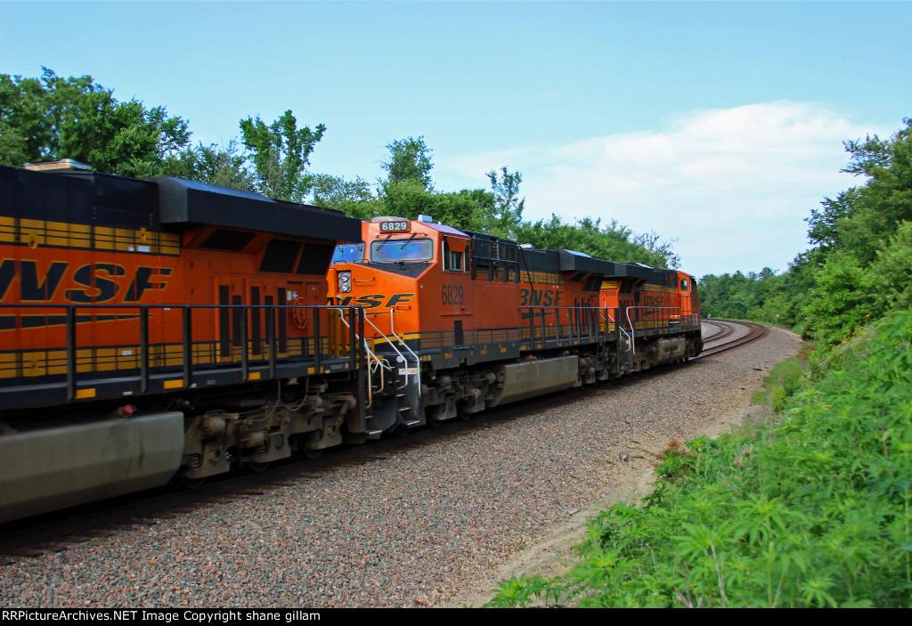 BNSF 7608 Rips a EB z train toward La Plata Mo.