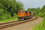 BNSF 7204 Leans into the curve with a Hot Z train!