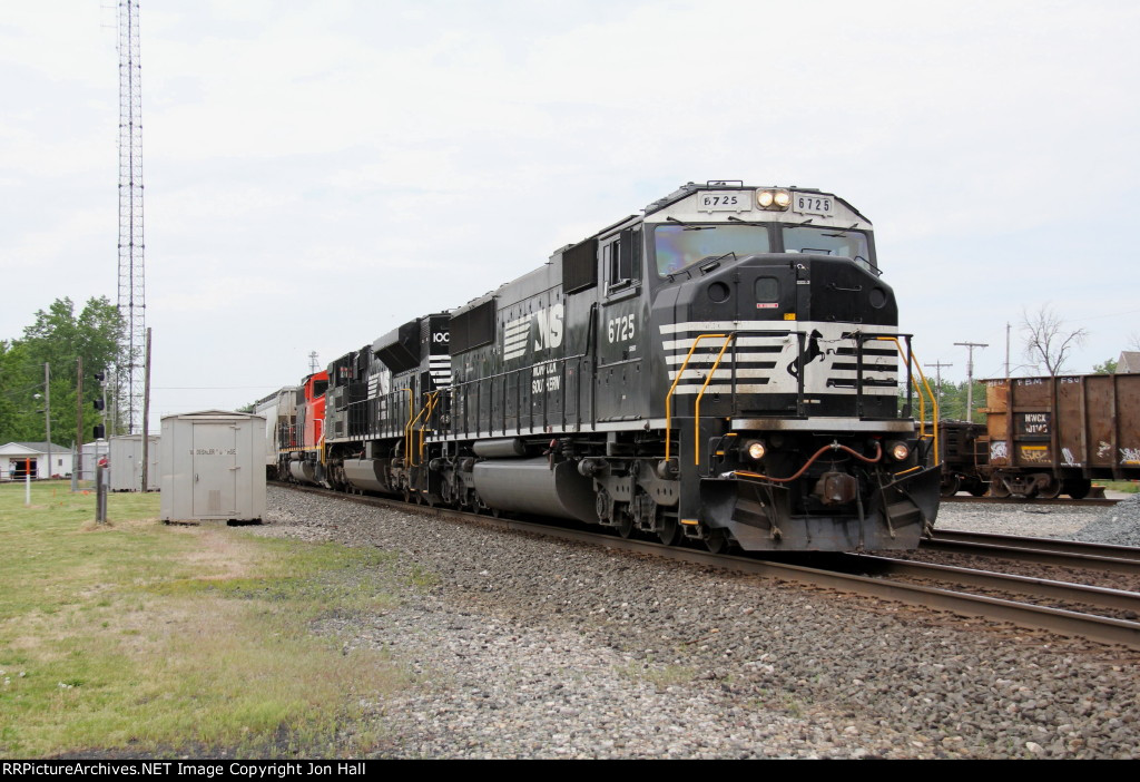 Engines from NS and CN lead K684 east on Track 2