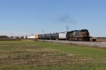 With the rear end clear of the Southeast Transfer, CSX 5247 throttles up as it goes solo with Q634