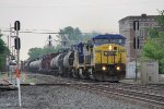 Just about to hit the Toledo Sub diamond, CSX 7864 leads Q395 west