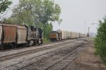 G009 heads away south on the main as Q272 comes north in the east siding