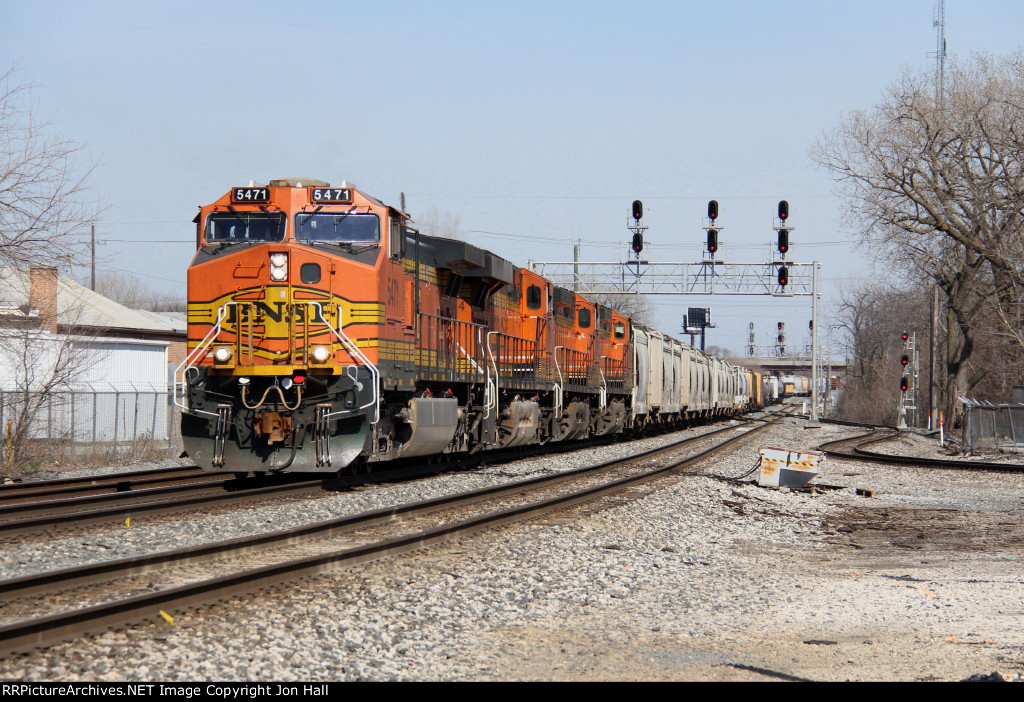 A train for the BNSF pulls down to Chatham St after departing Barr Yard