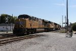 UP 7893 heads north up the IHB leading an intermodal transfer from Yard Center