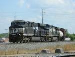 NS 8106(ES44AC) 9683(C40-9W)