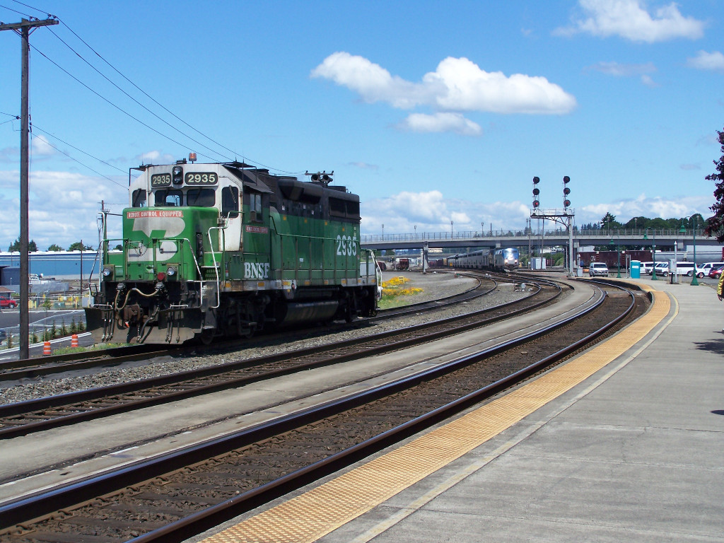 BNSF 2935 And An Advancing #11