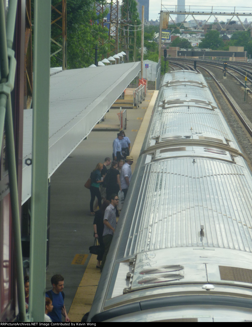 Belmont passengers head east (change at Jamaica)