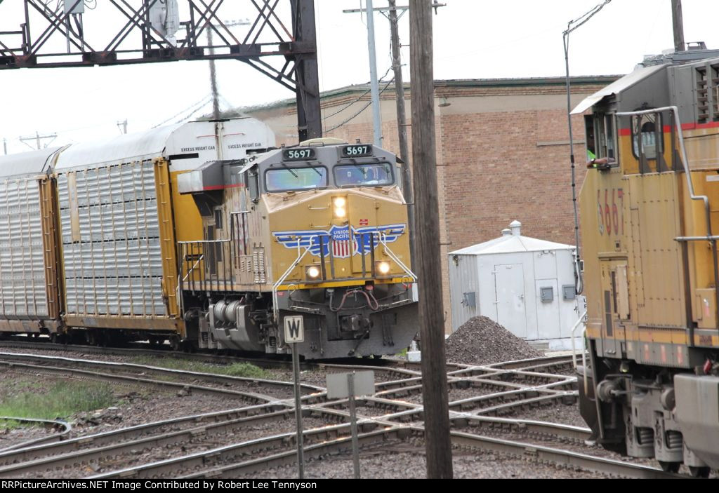 UP Westbound & Eastbound Meet at Rochelle Diamond