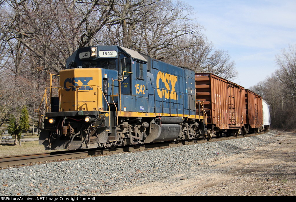 CSX 1542 rolls west at Seymour with Y106