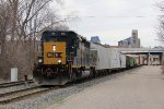 CSX 4036 rolls past the westbound signal for Track 1 at Pleasant St as it leads D707 east
