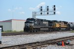 NS 9625 along with UP 8343 head train 345 toward Downtown