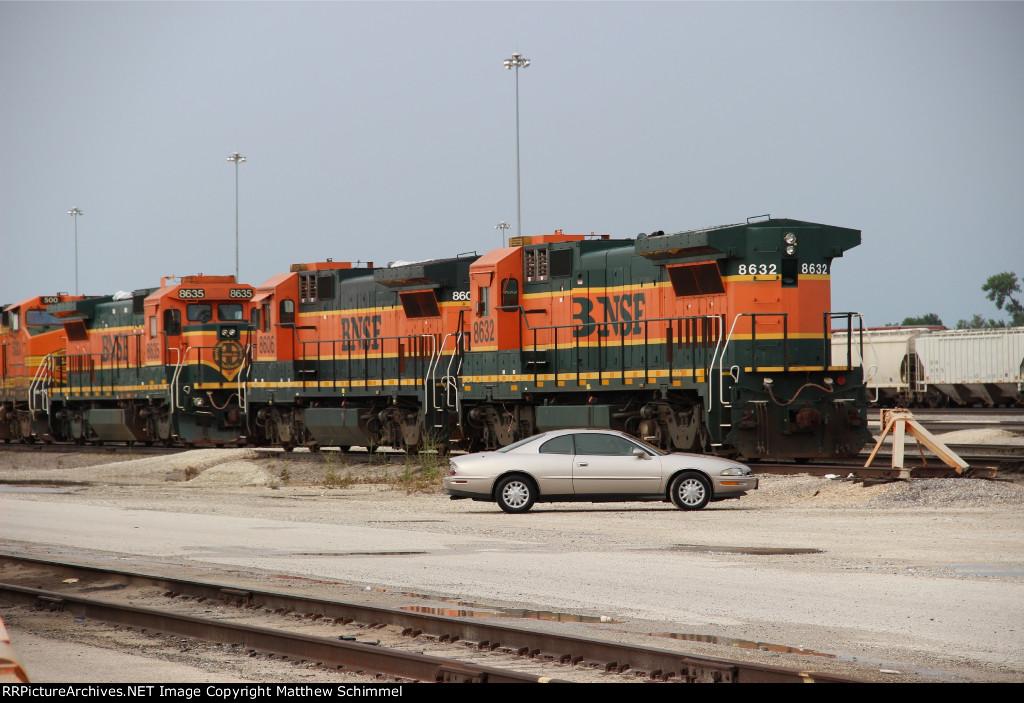 BNSF 8606 & BNSF 8632