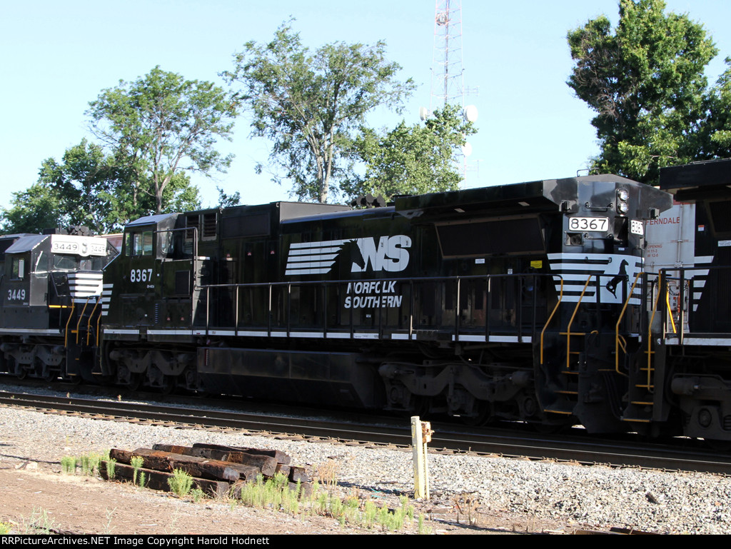 NS 8367 heads out on train 158