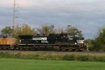 NS 9652 leads train 20E early in the morning