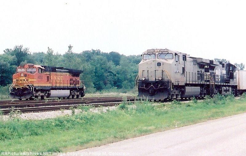 BNSF 4853, NS 9954, NS 9253