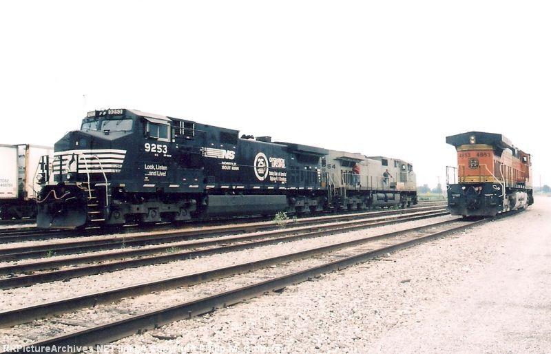 NS 9253, 9954 & BNSF 4853