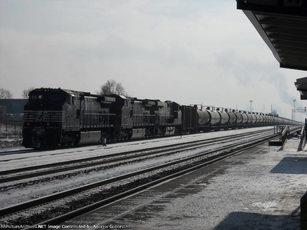 NS 9588, BNSF 795 & 7860 Back & Forth
