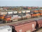 5 BNSF ENGINES & 5 CARS