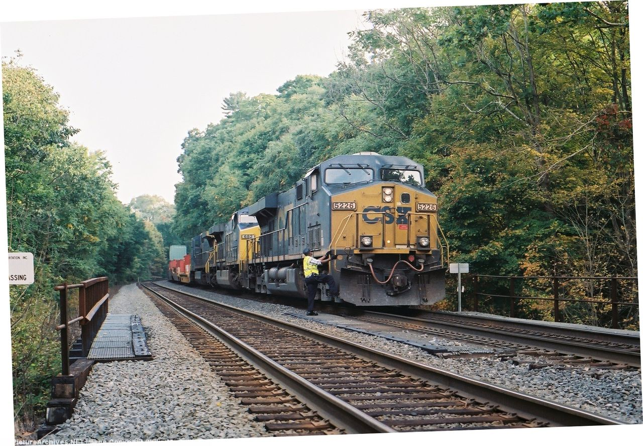 Q161 - CSX 5226 & Conductor Bo Hunt get ready to depart.