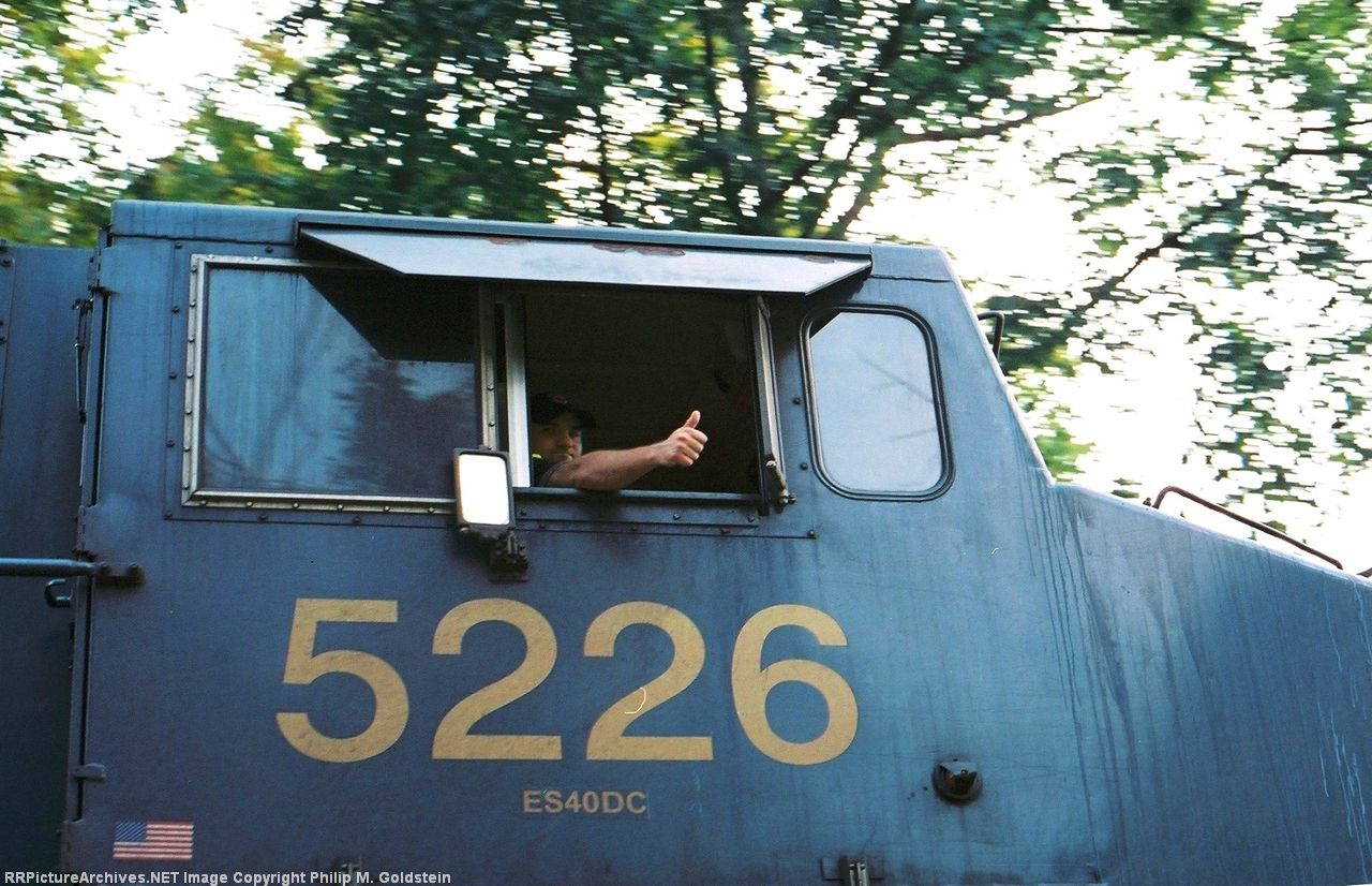 Q161 - CSX 5226 Is on the move! Emeralds, eight and sand my friends