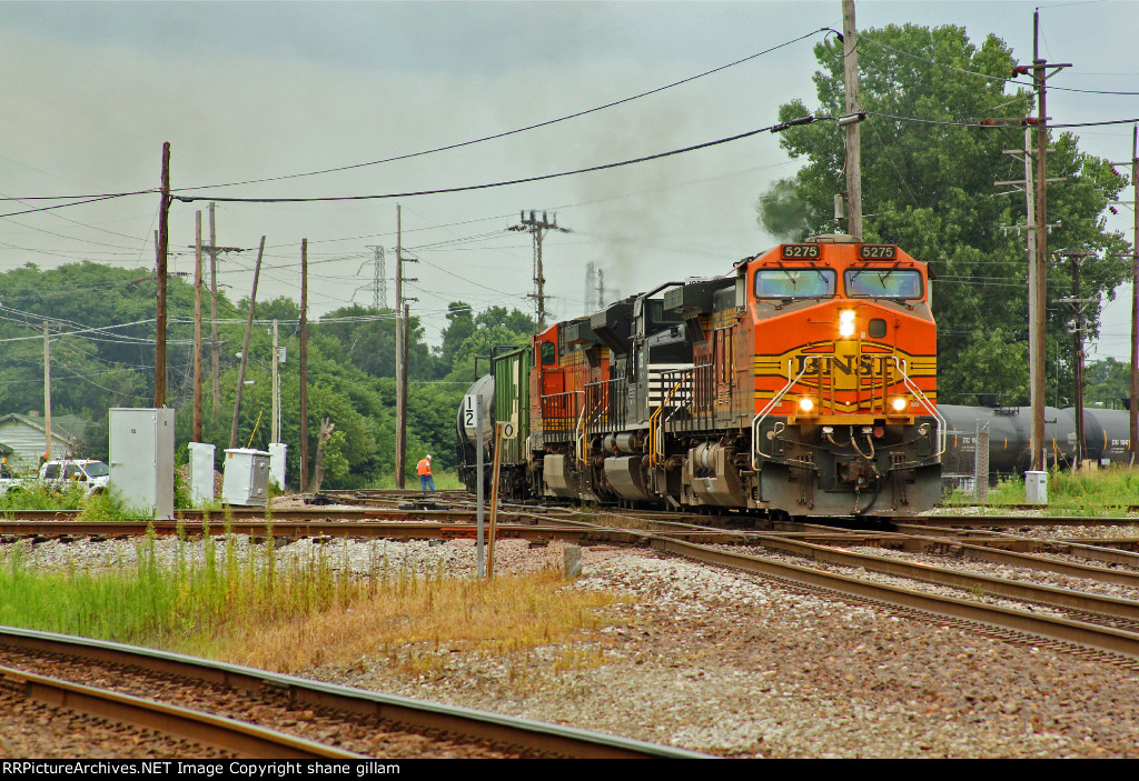 BNSF 5275 Heads up a Loaded Oil can.