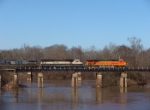 GEVO BNSF 5747 crosses the Flint River