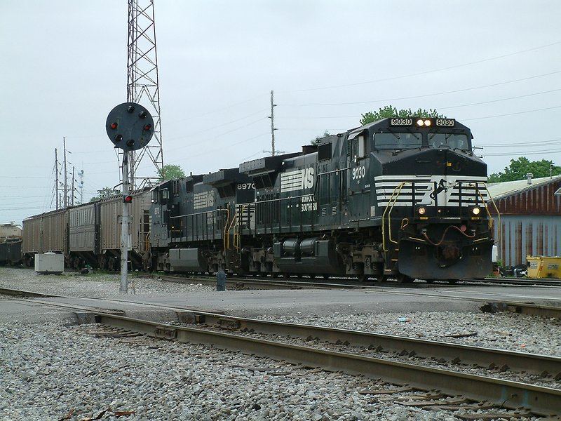 Westbound FRT exits the yard