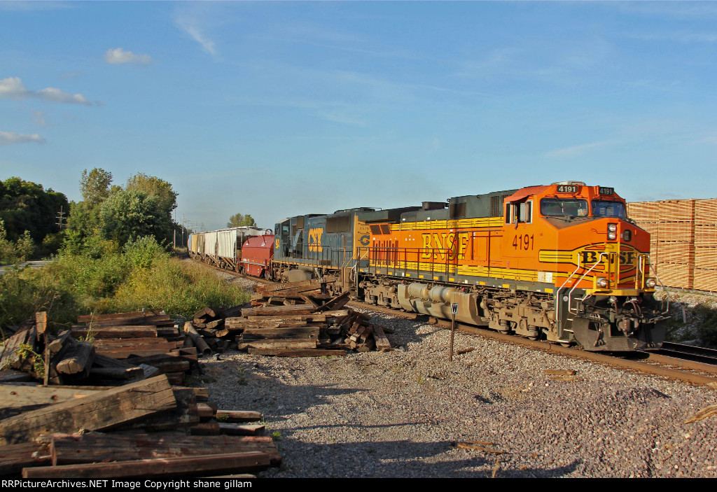 BNSF 4191 Leads today's GALMEM with a csx visitor.