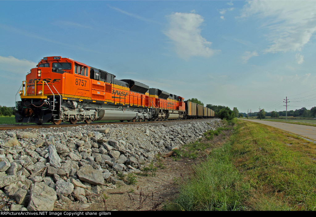 BNSF 8757 New Ace headed back to the mines!