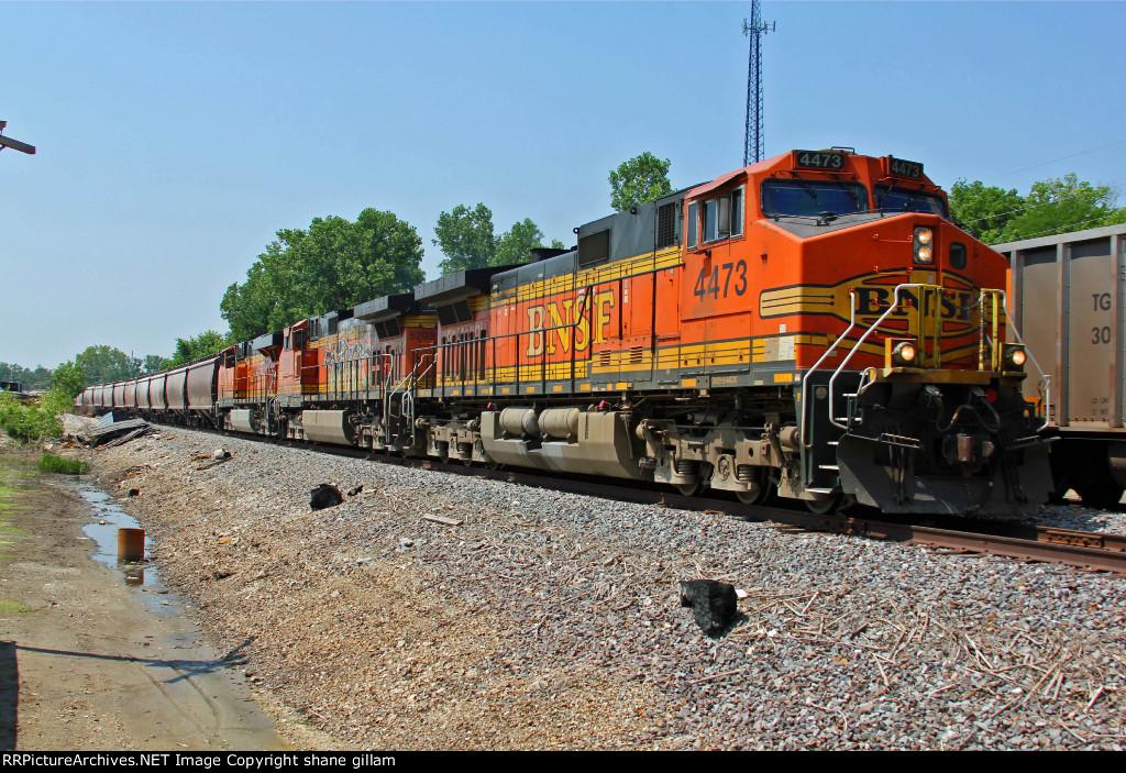 BNSF 4473 Heads up a Nb grain train!