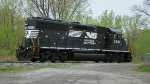 NS 3016 waits as BH40 at Stateline Jct