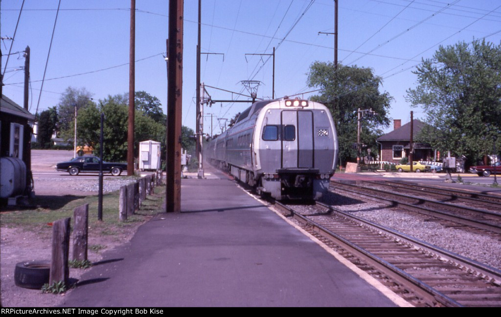 Amtrak 862 South, crossing Bel Air Avenue