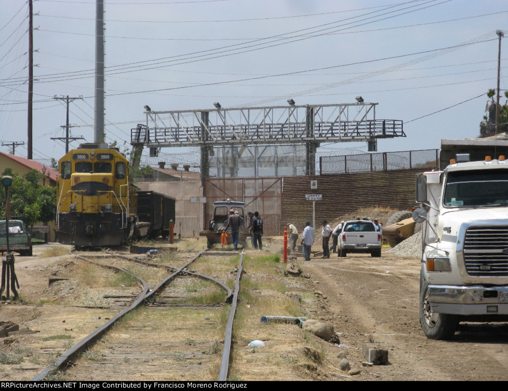 The Border Cross Mex-USA (Tijuana-San Ysidro)