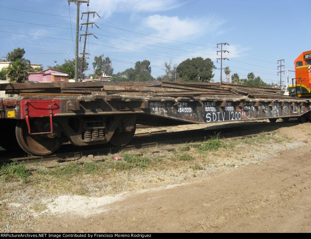 SDIV 1200 Flat Car in Tijuanan Station