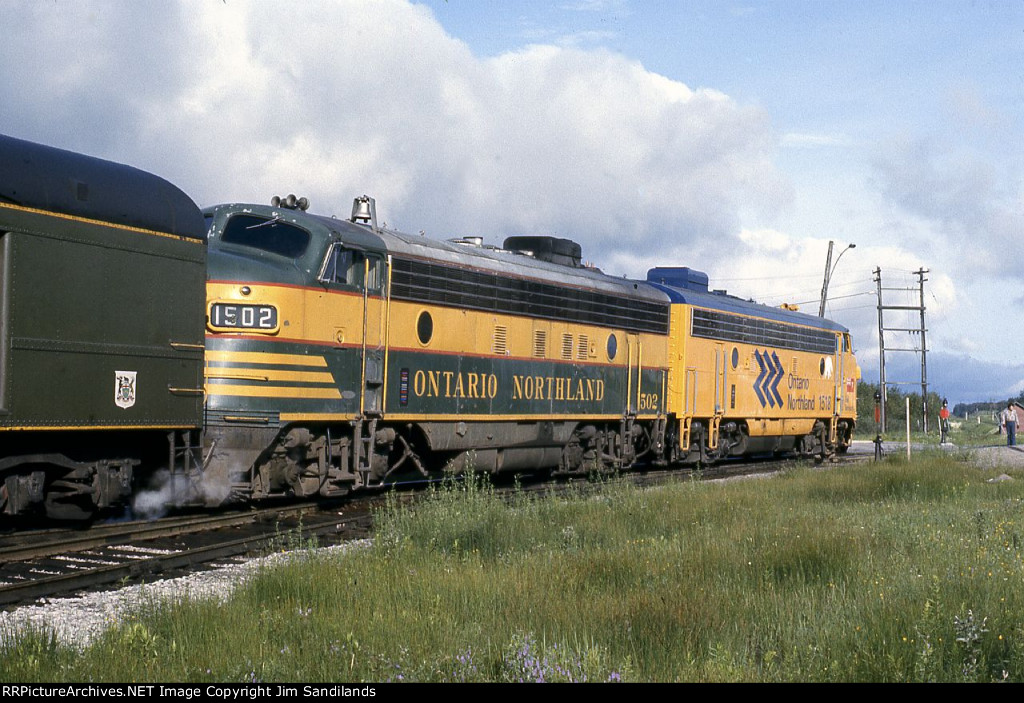 ONR 1518 &  1502 on the Polar Bear Express at Cochrane